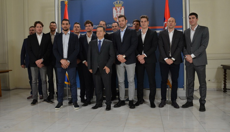 Ivica Dačić uručio diplomatske pasoše vaterpolistima